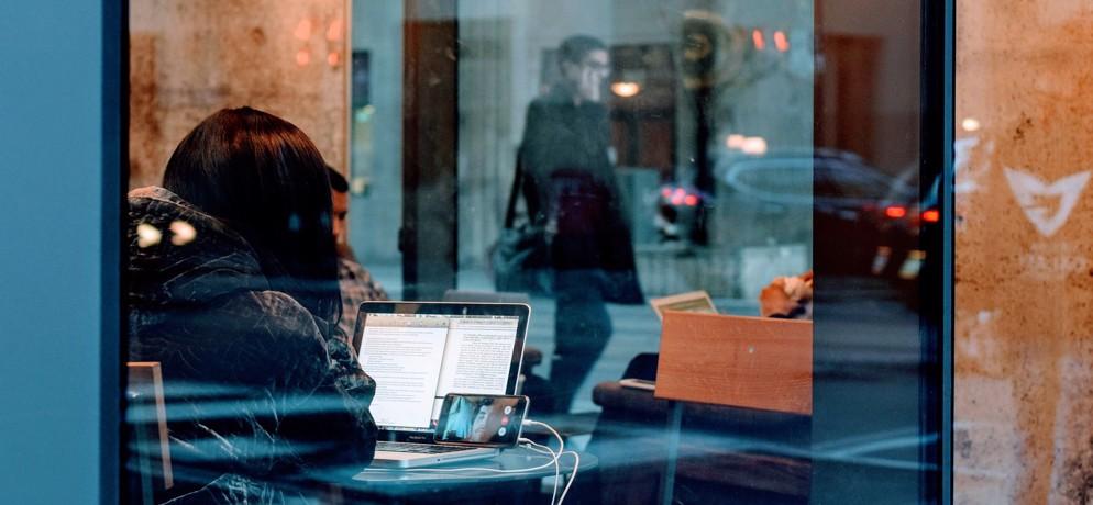 Risiko Urlaubsreise so schützen Sie sich unterwegs vor Cyber-Kriminellen - Bild
